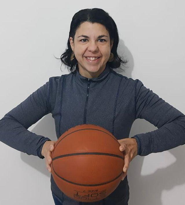 Em meio a homens, técnica Cristiane Antonelli se destaca no basquete sobre rodas